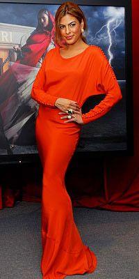 Eva Mendes  Mandalina rüyası… Özellikle koyu tenlere canlılık kazandıran bu güçlü renk Eva'nın teniyle de muhteşem bir uyum sağlamış. Dikkat çekici olmayı seviyorsanız kırmızıya alternatif olarak bu rengi deneyebilirsiniz.